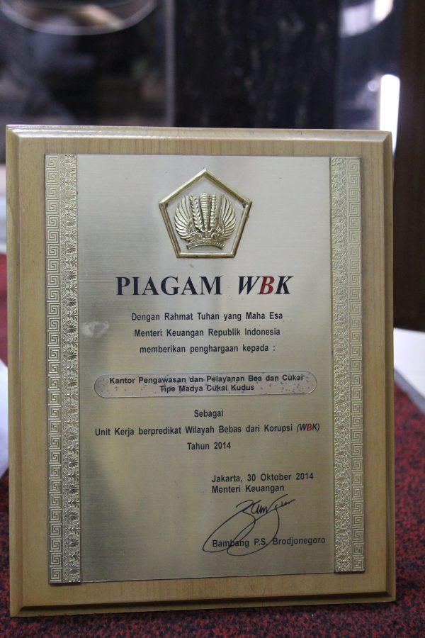 Piagam Penghargaan atas Kantor Berpredikat sebagai Unit Kerja yang Berkategori Wilayah Bebas dari Korupsi (WBK) 2014 oleh MenKeu