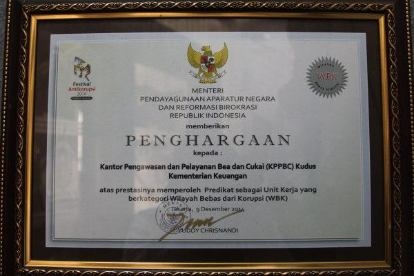 Piagam Penghargaan atas Kantor Berpredikat sebagai Unit Kerja yang Berkategori Wilayah Bebas dari Korupsi (WBK) 2014 oleh MenPAN-RB